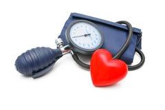 Tonometer und Herz lizenzfreie stockbilder