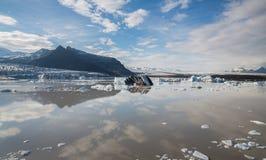 Tonque y montañas del glaciar fotografía de archivo libre de regalías