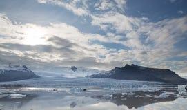 Tonque y montañas del glaciar fotos de archivo libres de regalías