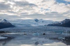 Tonque y montañas del glaciar foto de archivo
