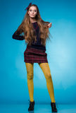 Tonårig flicka med långt rakt hår Arkivfoto
