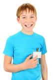 Tonåring med ett emblem Arkivbild