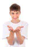 Tonåringen visar att hans gömma i handflatan Arkivbild