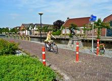 Tonårs- flicka på en cykel Fotografering för Bildbyråer