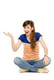 tonårs- göra en gest flicka Arkivfoton