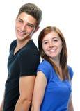 Tonårs- par som baksidt plattforer till backen Royaltyfri Foto