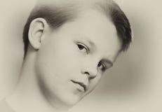 tonårs- pojkeståendesepia Royaltyfria Foton