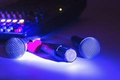 Tons frescos com microfone análogo foto de stock