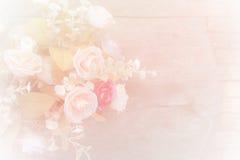 Tont weicher Unschärfehintergrund der Rosen im Weinlesepastell Lizenzfreies Stockbild