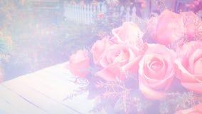 Tont weicher Unschärfehintergrund der Rosen im Weinlesepastell Stockbild
