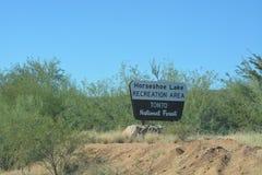 Tonto lasu państwowego znak, Podkowa jezioro w Arizona obraz stock