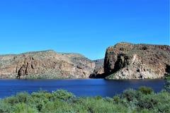 Tonto Nationale Bos toneelmening van Mesa, Arizona aan Canionmeer Arizona, Verenigde Staten stock fotografie
