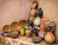 Tonwaren in Chenini-Dorf, Tunesien lizenzfreies stockfoto