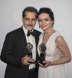Tony Shaloub u. Katrina Lenk Display Their Tony Awards 2018 stockbild