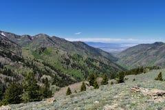 Tooele看法从Oquirrh山的沿Wasatch由Kennecott里约Tinto铜矿朝向落矶山,看  免版税库存图片