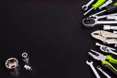 Tool-Kit auf schwarzem Hintergrund Stockfotografie