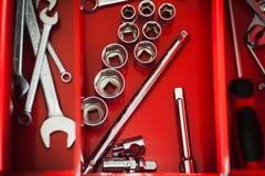 Toolbox ремонтника красный с набором ключа Стоковое Изображение
