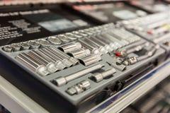 Toolbox med closeupen för många stålhuvud arkivfoton