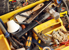 Toolbox wanordelijk van een metselaar stock afbeelding