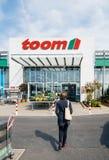 Toom Baumarkt entrace fasada z klientami Zdjęcie Royalty Free