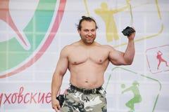 Toon de groep atletisch Petersburg kampioen, meester van sporten Dmitry Klimov royalty-vrije stock foto's