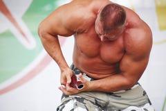 Toon de groep atletisch Petersburg kampioen, meester van sporten Sergei Sebald Stock Afbeelding