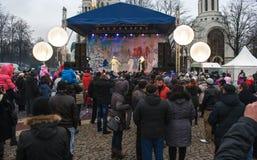 Toon in het stadsvierkant tijdens de viering van het nieuwe jaar Stock Foto's