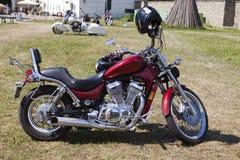 Toon motorfietsen NARVABIKE op het grondgebied van vesting van 18 Juli, 2010 in Narva, Estland Royalty-vrije Stock Foto's