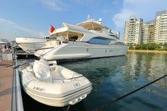 Toont het Azimut super jacht op vertoning bij het Jacht van Singapore 2013 Royalty-vrije Stock Afbeelding