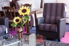 Toonzaal voor kleinhandels van modern meubilair royalty-vrije stock afbeeldingen