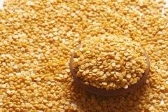 Toor Dal ou a ervilha de pombo são uma lentilha de uso geral. Fotografia de Stock