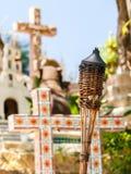 Toortsen op Mexicaans kerkhof Stock Afbeelding