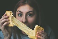 Toost en kaas - gebakken toost met uitgerekte kaas royalty-vrije stock fotografie