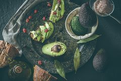 Toost met avocado en olie Brood met avocado Royalty-vrije Stock Fotografie