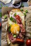 Toost met eieren en groenten Royalty-vrije Stock Foto's