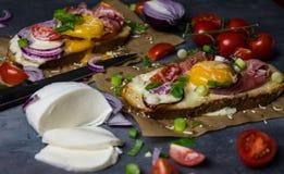 Toost met eieren en groenten Royalty-vrije Stock Afbeelding