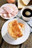 Toostsandwich met kaas Stock Afbeeldingen