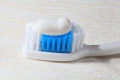 Tooth-brush en deeg. Royalty-vrije Stock Foto's