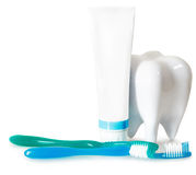 Tooth brushes with mint, tooth paste and dental floss isolated o Stock Photography