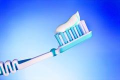 Toothbrush com dentífrico Fotos de Stock