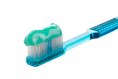 Toothbrush com dentífrico Fotografia de Stock Royalty Free
