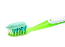 Toothbrush com a pasta isolada no branco Fotos de Stock