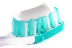 Toothbrush con dentifricio in pasta Immagini Stock