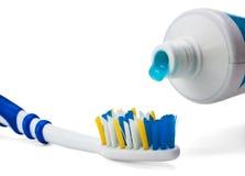 Toothbrush e dentifricio in pasta Immagini Stock