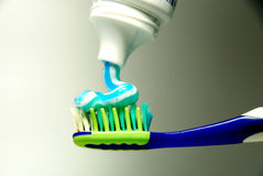Toothbrush e dentifricio in pasta Fotografia Stock