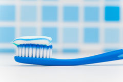 Toothbrush with toothpaste Royalty Free Stock Photos