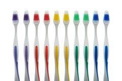Toothbrushes dei colori Assorted in una riga Immagini Stock