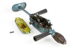 Toothed шестерня в инструментах плотничества Сверло опытного человека для сверлить стоковое фото