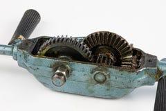 Toothed шестерня в инструментах плотничества Сверло опытного человека для сверлить стоковое фото rf