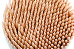 Toothpicks nella priorità bassa bianca fotografie stock